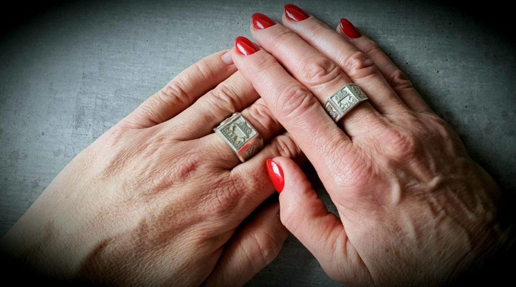 Hyla Ring Hände